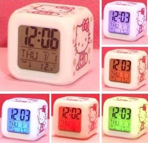 Reloj de Hello Kitty se pone de varios colores