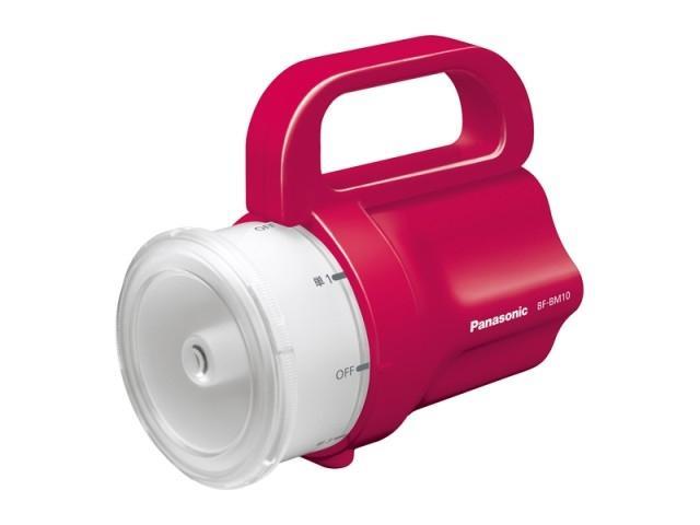 Linterna de Panasonic funciona con pilas de cualquier tamaño