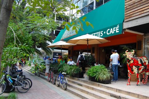 Un lugar con muchos cafés, restaurantes y bares: Avenida Chapultepec.
