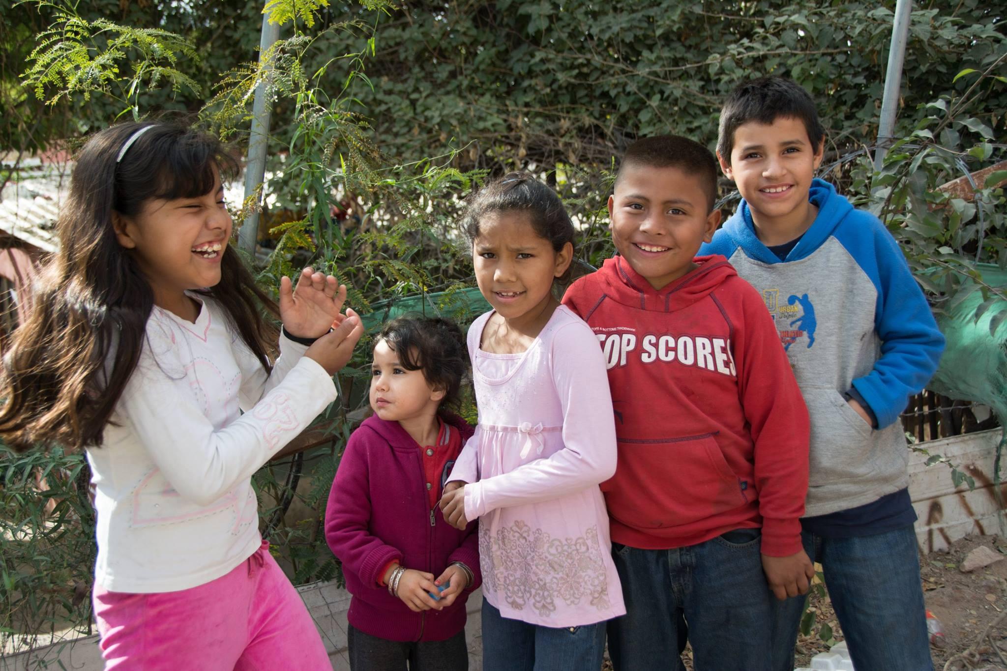 """... estos niños nos gritaron. """"Hey! Buscan a don Panchito?"""" 'Sí!' """"Está en la esquina! Ahi viene!"""""""